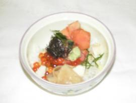 鮭のルイベをのせた蒸し寿司