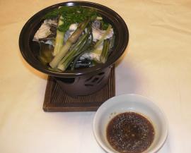 鯛と山菜陶板蒸し焼(のびる正油)